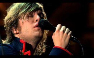 Mando Diao - Dance With Somebody (Live)