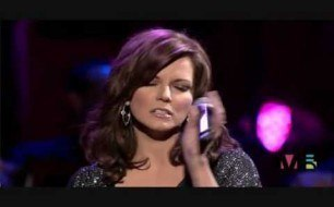 Kelly Clarkson - Does He Love You (duet with Martina McBride)