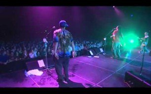 �������� ����������� ���� Michael Franti & Spearhead - Never Too Late (Live)