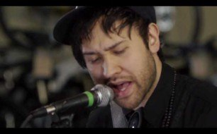 Смотреть музыкальный клип Unknown Mortal Orchestra - Swim & Sleep (Like A Shark) (Live @ KEXP, 2013)
