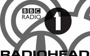 Смотреть музыкальный клип Radiohead - Sail To The Moon (Bbc Radio 1 s Jo Whiley s Live Lounge - 05,28,2003)
