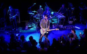 Смотреть музыкальный клип Goo Goo Dolls - When The World Breaks Your Heart (Live @ The Troubadour, 2013)