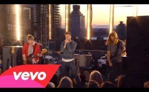 �������� ����������� ���� Maroon 5 - Harder To Breathe (VEVO Summer Sets)