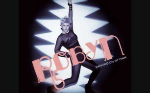 Robyn - Dancing On My Own (Radio Version)