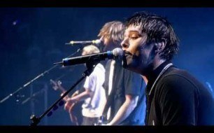 Смотреть музыкальный клип Busted - She Wants To Be Me (A Ticket For Everyone) (Live, 2004)