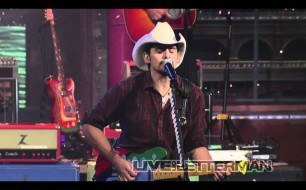 �������� ����������� ���� Brad Paisley - Mud On The Tires (Live on Letterman)