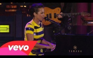 Смотреть музыкальный клип Alicia Keys - If I Ain't Got You (Live on Letterman)