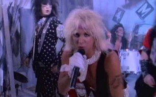 Motley Crue - Smokin  In The Boys Room