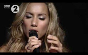 Смотреть музыкальный клип Leona Lewis - Stop Crying Your Heart Out (Live Session on BBC Radio 2)