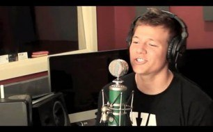 Смотреть музыкальный клип Bruno Mars - Just The Way You Are (Tyler Ward Ft. AHMIR)
