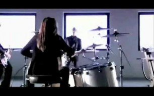 Смотреть музыкальный клип Skillet - Rebirthing (Official Music Video HD) Lyrics, Subtitulado