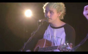 5 Seconds Of Summer - Out Of My Limit (Live @ 363 Oxford Street)