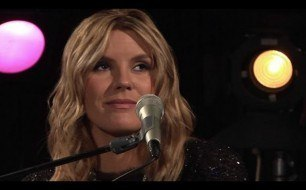Смотреть музыкальный клип Grace Potter and The Nocturnals - Apologies (Live From CMT Studios)