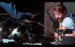 �������� ����������� ���� Django Django - Waveforms (Live at WFUV)