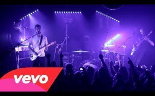 Смотреть музыкальный клип White Lies - There Goes Our Love Again (Live At Hoxton Bar & Kitchen 25.07.13)
