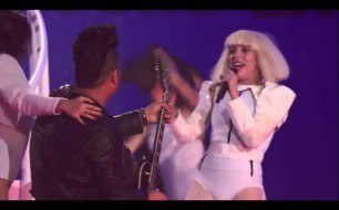 Lady Gaga - MANiCURE (Live @ VEVO Presents)