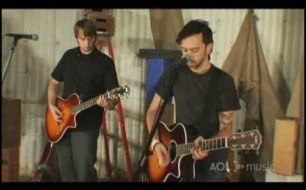 Смотреть музыкальный клип Rise Against - Prayer Of The Refugee (Live @ AOL Undercover)