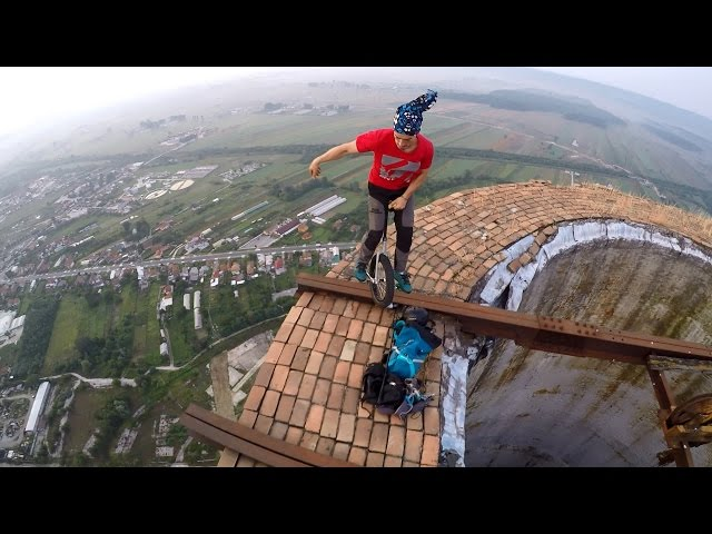 Смотреть видео Unicycle on huge chimney in Targu Jiu