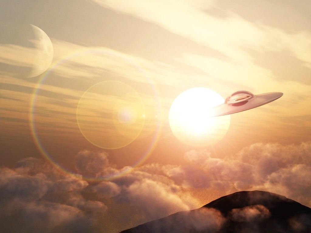 Своими, открытка с летающей тарелкой
