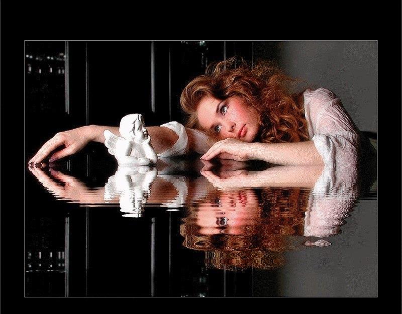 Открытка одинокая женщина, русалка ариэль