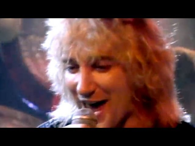 Смотреть видео Rod Stewart - Da Ya Think I′m Sexy? (Official Video)