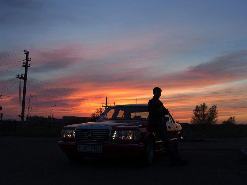 картинка одинокий парень с машина маршируют