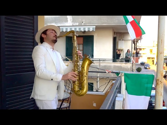 "Смотреть видео ""Bella Ciao"" - BALCONY SAX PERFORMANCE in ITALY"